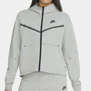 The Nike Sportswear Tech Fleece zip windrunner